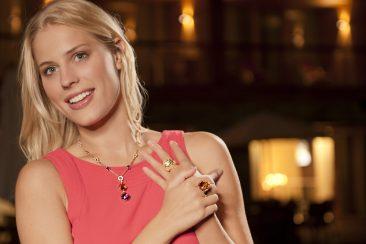 Modefotografie Starnberg - Der Starnberger Modefotograf Tobias Vetter inszeniert Anna Carla Winkes für den neuen Juwelier Hilscher Katalog