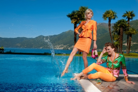 Produktion Modefotos Sommerkollektion am Pool