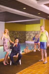 Werbefotoshooting-Muenchen-80er Outfit am Pool