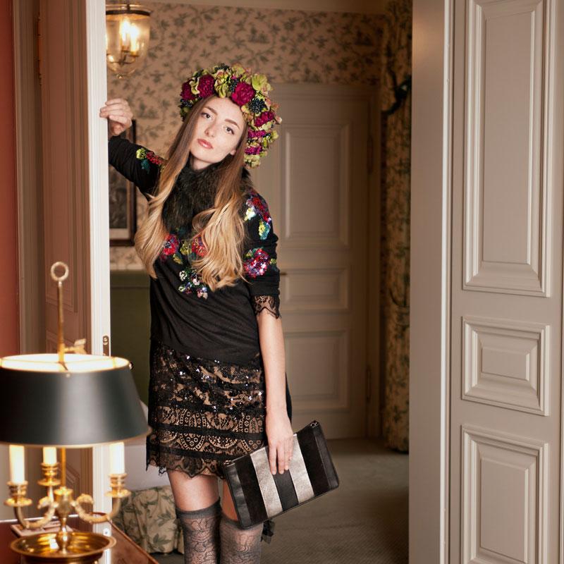 Modefotografie Casual in der Suite des Wald und Schlosshotel Friedrichsruhe