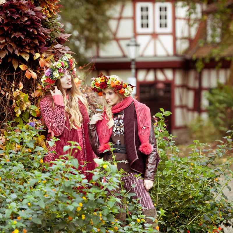 Herbstmode vor dem Alten Torhaus Schloss Friedrichsruhe